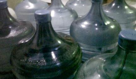 Air Masak yang sudah dimasukkan ke galon dan siap untuk dijual