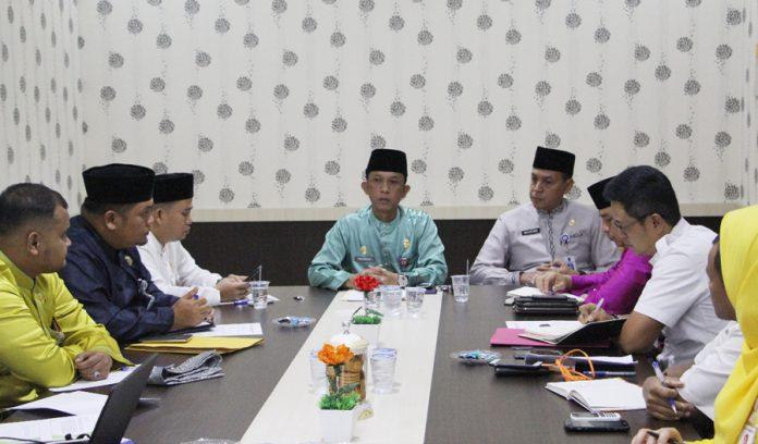 Inspektur Inspektorat Rohul memimpin rapat dalam rangka penyusunan tertib pengeloaan keuangan Aset daerah