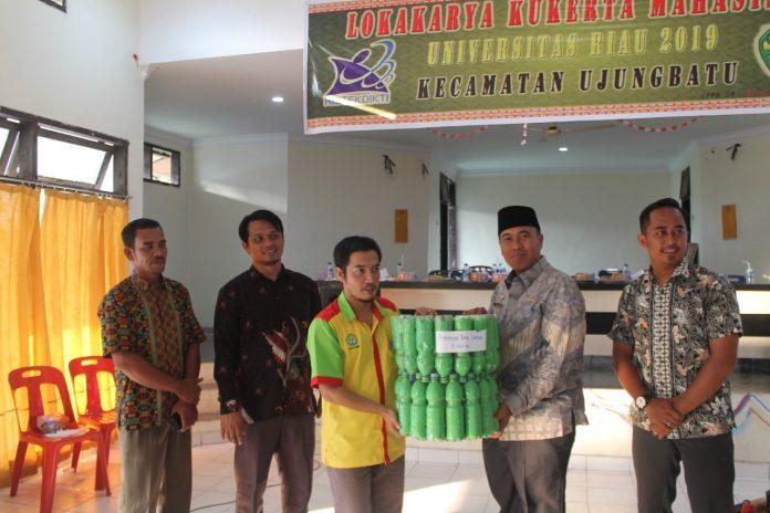 Pemanfaatan Ecobrick, Mahasiswa Kukerta UNRI Gelar Lokakaryadi Ujungbatu