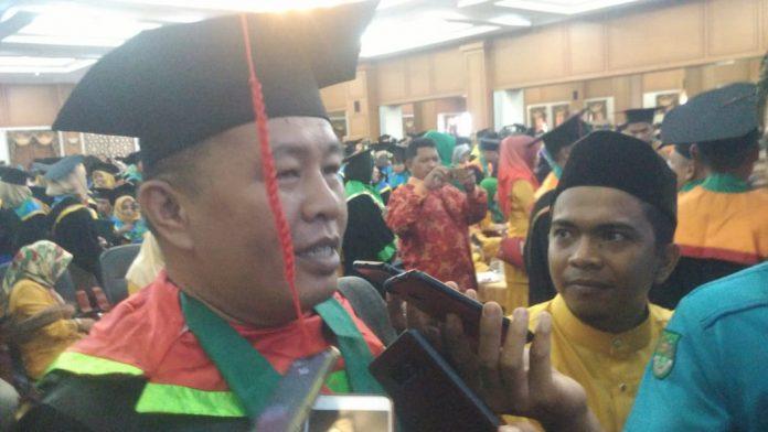 Anak Petani Selesaikan Wisudanya Dengan Nilai Tertinggi di Sidang Senat Terbuka UPP