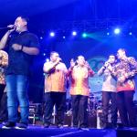 Bupati, Forkopimda, Sekda Rohul bersama Vokalis Wali Band duet bersama menghibur masyarakat Rohul dalam acara Hiburan Rakyat memeriahkan Hari Jadi ke 20 Kabupaten Rohul
