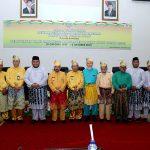 Wakil Gubernur Riau H Edy NAtar SIP bersama Bupati Rohul H Sukiman, Pimpinan DPRD, Forkopimda dan Tokoh pendiri Rohul foto bersama, menghadiri rapat paripurna dalam rangka Peringatan HAri JAdi ke 20 Kabupaten Rohul di Gedung DPRD Rohul