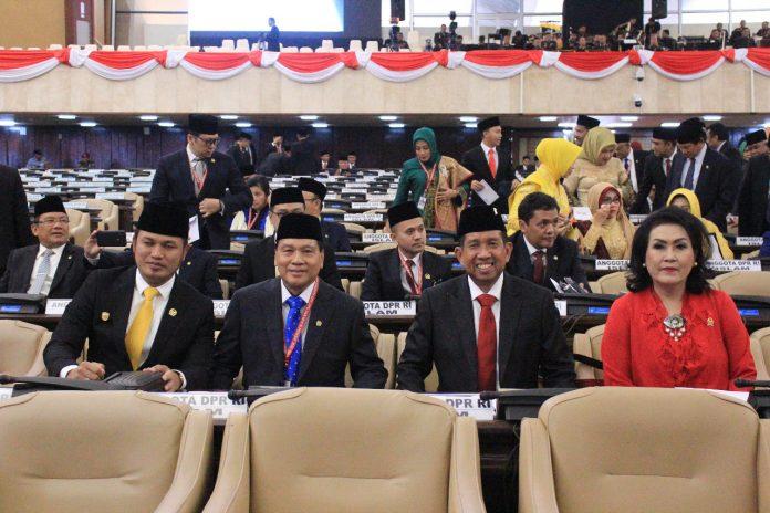Anggota DPR RI, Drs H Achmad MSi (tengah) masuk Komisi VIII