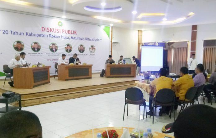 Suasanan Diskusi Publik tentang 20 Tahun Kabupaten Rokan Hulu, Masihkah Kita Miskin? di Aula Kampus UPP, Rabu (30/10/2019)