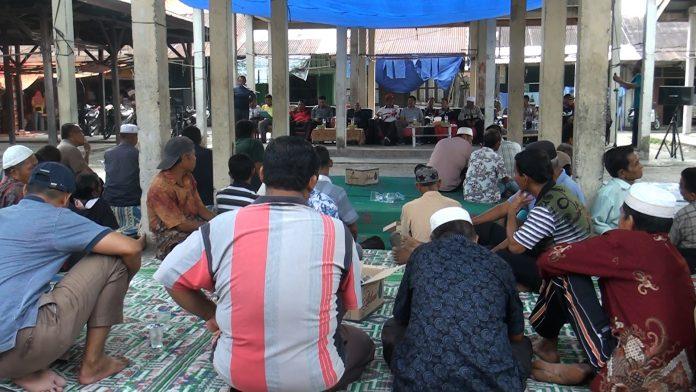 Susana masyarakar Surau Gading Desa Rambah Samo musyawarah terkait HGU PT SAI akan berakhir