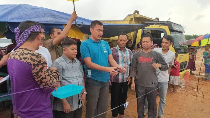 Kades Sontang, Zulfahrianto SE saat membuka Lomba Pacu Sampan