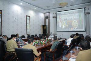 Bupati Rohul H Sukiman bersama forkopimda Rohul menyampaikan laporan perkembangan penanganan Covid-19 di Kabupaten Rohul kepada Gubernur Riau dalam video conference di rumah dinas bupati